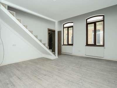Apartament Deosebit Calea Calarasi cu Acces din Curte Interioara si Pivnita